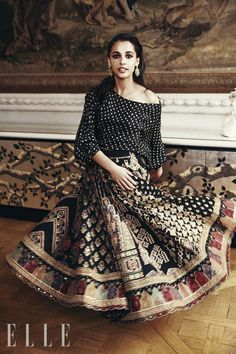 Naomi Scott plays Princess Jasmine in Guy Ritchie's Aladdin. Here she is featured wearing Sabyasachi for Elle India. Disney Princess Jasmine, Aladdin And Jasmine, Naomi Scott Photoshoot, Guy Ritchie, Paparazzi Photos, Elle Magazine, India, The Most Beautiful Girl, Beautiful Women