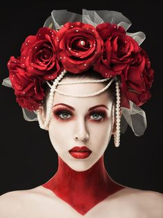 Rebecca Saray - Dark Fantasy - Fashion - Gothic - Couture - Regal - Queen - Red Dress - Alice In Wonderland - Queen Of Hearts Red Makeup, Makeup Art, Red Queen Makeup, Queen Of Hearts Makeup, Makeup Ideas, Beauty Makeup, Maquillage Halloween, Halloween Makeup, Fascinators
