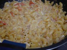 チーズがとろけるマカロニ。ワンポットで簡単につくれます。 ▼レシピはこちら https://rara0711rara.wordpress.com/2015/06/29/ツナトマトの濃厚チーズマカロニ-ワンポット/