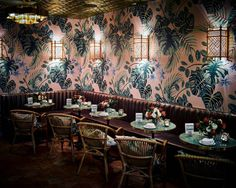 leo's oyster bar pink and brown dining area