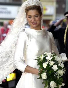 Hello-The best royal wedding bouquets-Crown Princess Maxima's wedding bouquet included a beautiful cascading bouquet bursting with white roses, gardenias and lilies of the valley Royal Wedding Gowns, Royal Weddings, Wedding Bride, Bridal Gowns, Wedding Dresses, Wedding Bouquets, Princesa Anne, Princesa Beatrice, Royal Tiaras