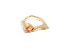 Goud - geel gouden ring 'Peer' gezet met mandarijn granaat - Annexs juwelier goudsmid Utrecht