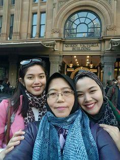 Hasnah Bujang & daughters