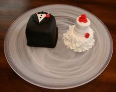Bride and groom mini cakes. Petit fours... OMG!!! So cute! So would have done this for our wedding!