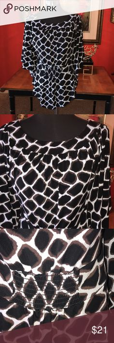 WHITE HOUSE BLACK MARKET DOLMAN SLEEVE ANIMAL 🦒 P 🦒🦒🦒WHITE HOUSE BLACK MARKET DOLMAN SLEEVE ANIMAL 🦒 Print top .. sz small White House Black Market Tops Blouses