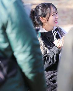 Korean Group, Korean Girl Groups, Multimedia, Chuu Loona, Korean Name, Olivia Hye, Girl Running, Scene Photo, Save My Life