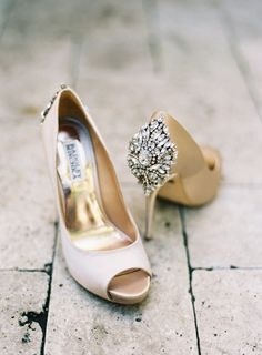 Golden shoes: http://www.stylemepretty.com/little-black-book-blog/2015/05/19/elegant-fisher-island-wedding/ | Photography: Kat Braman - http://www.katbramanphotography.com/