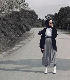 vind-ik-leuks, 823 reacties - Asli Afsaroglu (Asli Afsaroglu) op Ins . Casual Hijab Outfit, Hijab Chic, Hijab Dress, Ootd Hijab, Muslim Fashion, Modest Fashion, Fashion Outfits, Women's Fashion, Modele Hijab