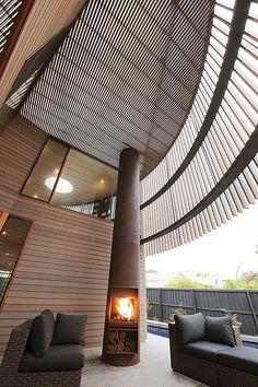 El estudio de arquitectura australiano Jackson Clements Burrows (JCB) ha llevado a cabo el diseño de esta espectacular casa, situada en Barwon Heads, en Victoria (Australia).