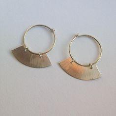 Nyt pynt til ørerne #øreringe #guld #sølv #guldogsølv #earrings #gold #silver #jewelry #jewellery #smykker #håndlavedesmykker #håndlavet #handcrafted #handcraftedjewelry #guldsmed #goldsmith #saskiabesiakov