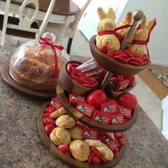 greek easter decorations, eggs, tsoureki, koulourakia Learn Greek, Orthodox Easter, Greek Easter, Easter 2020, Greek Recipes, Easter Baskets, Cooking Recipes, Cooking Tips, Eggs
