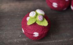 felted bowl romatische Rosen Dose, gefilzt , rot von Happy Felt Company auf DaWanda.com