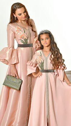 Moroccan Caftan by Salma ben Omar Arab Fashion, Muslim Fashion, Look Fashion, African Fashion, Girl Fashion, Fashion Dresses, Lolita Fashion, Muslim Wedding Dresses, Dress Wedding