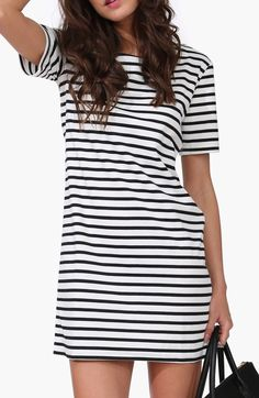 Get your striple on with this short sleeve straight dress