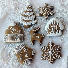 Christmas Gingerbread, Gingerbread Cookies, Christmas Desserts, Christmas Cookies, Biscuits, Christmas Fireplace, Christmas Aesthetic, Cookie Decorating, Holiday Recipes