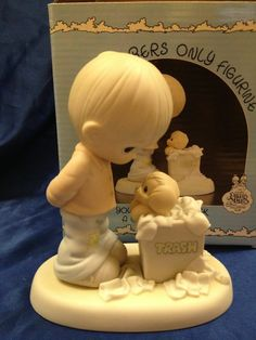 Precious Moments Figurine ~ You Just Can't Chuck a Good Friendship ~ PM-882 BA