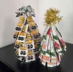 Christmas Tree || Supplies: tape, Shaklee 180 Tea Sticks, empty Vivix or Get Clean dish soap bottle || Instructions:  Beginning at the bottom of the jar, tape tea sticks around the jar in circles. Layer circles of tea sticks on top of one another until you form a Christmas tree.