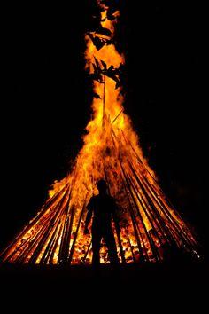 Nun ist es bald soweit und das keltisch/germanische Fest nähert sich. Der 21. Dezember soll der kürzeste Tag des Jahres sein und danach sollen die Tage wieder länger werden. Ich gehe jetzt hier nic…