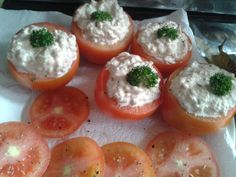Entrada  Tomates rellenos de queso crema y atun Vegetables, Breakfast, Food, Stuffed Tomatoes, Cream Cheeses, Healthy Recipes, Entryway, Morning Coffee, Veggies