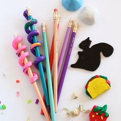 DIY Erasers & 4 ways! It's back to school season! Grab the kids and make your own school supplies with these DIY erasers Diy Crafts For Kids, Projects For Kids, Fun Crafts, Diy Clay, Clay Crafts, Diy School Supplies, Inspiration For Kids, Crafty Craft, Business For Kids