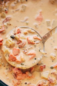Seattle Style Smoked Salmon Chowder -The creamiest coziest bowl of homemade smoked salmon chowder you ll ever have This chowder is naturally thickened with potatoes and is super luxurious smokedsalmonchowder chowder pikeplacechowder salmonchowder Smoked Salmon Chowder, Salmon Soup, Smoked Salmon Recipes, Fish Recipes, Seafood Recipes, Cooking Recipes, Leftover Salmon Recipes, Salmon Stew Recipe, Smoked Salmon Pasta