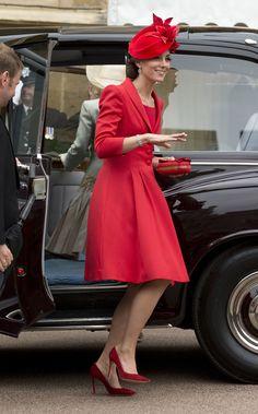 Kate Middleton repete o mesmo vestido-casaco usado em 2011