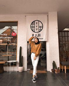 Modern Hijab Fashion, Street Hijab Fashion, Hijab Fashion Inspiration, Korean Fashion, Casual Hijab Outfit, Ootd Hijab, Trendy Outfits, Cool Outfits, Fashion Outfits