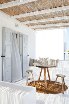 Patio Interior, Interior And Exterior, Beach Hut Interior, Interior Plants, Exterior Doors, Interior Ideas, San Giorgio Mykonos, Roof Restoration, Small Porches