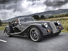 Nur auf den ersten Blick ein Oldtimer: Den Morgan Plus 8 Roadster sollte man lieber nicht unterschätzen. #retrocars #roadster #v8
