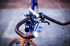 Caloi 12 customizado no Studio Vila. Rodas polidas, cubos anodizados, ferraduras Dia Compe e câmbios Shimano. Foto de Raquel Espirito Santo
