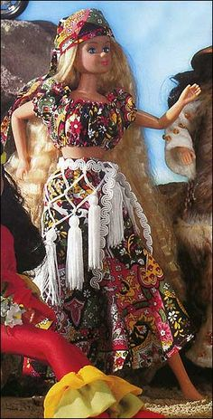 """free sewing pattern """"romanitc suit in the gypsy style'    """"To [skachat]""""  press for link to the pattern in a zip file"""