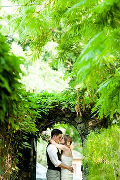 Beautiful shots of the bride & groom #CostaRica // Photo By: http://abritandablonde.com