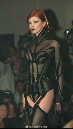 Dark Fashion, 90s Fashion, Runway Fashion, High Fashion, Fashion Show, Vintage Fashion, Fashion Outfits, Fashion Design, Trajes Drag Queen