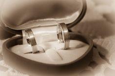 Fotograf nunta, cameraman nunta, servicii profesionale foto video nunta, botez, evenimente Bucuresti la preturi abordabile. Photobook si videoclip.