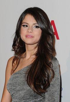 Selena Gomez Long Hair Style wavy cut