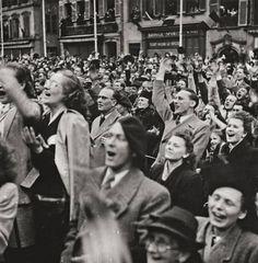 Robert Capa, LIBERATION DAY, PARIS, 1944