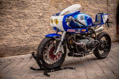 """Pepo Rosell of XTR Pepo has turned another stunner. This time it's a 1992 BMW endurance racer. The bike is nicknamed """"Don Luis."""" Says Pepo: About the name of the bike, this is the [. Bike Bmw, Moto Bike, Brat Bike, Bike Drawing, Cafe Racer Magazine, Bmw Boxer, Retro Motorcycle, Bmw Cafe Racer, Classic Bikes"""