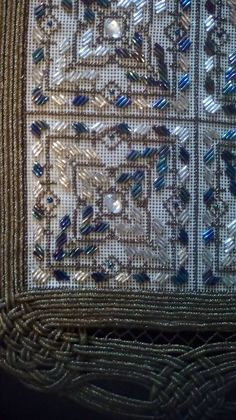 Beaded Embroidery, Embroidery Stitches, Embroidery Designs, Diy Arts And Crafts, City Photo, Crochet, Fanfiction, Gold, Ganchillo