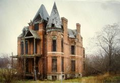 """The Frost house in Brush Park (1994) by Camilo José Vergara from the book """"American Ruins"""" published in 1999 by Monacelli Press."""