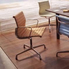 De Vitra Aluminium Chairs EA 101/103/104 zijn modellen uit de Aluminium Group, ontworpen door Charles & Ray Eames. Bekijk deze Vitra stoelen direct.
