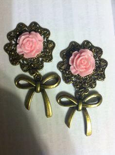 Girly flower bow dangles by UniqueStreak on Etsy, $23.00