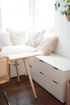 Kitchen nook with built-in seating. This ikea hack breakfast nook has a great storage seating idea for decorating small space or just staying organized!