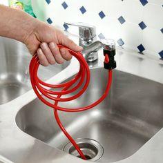 Bien plus efficace que les nettoyants chimiques ! Glissez simplement le tuyau dans la conduite, raccordez-le au robinet et faites couler l'eau. Le jet d'eau est concentré pour nettoyer la conduite à haute pression. Sans besoin de produits chimiques. En laiton/ABS/PVC. L 2,5 m.