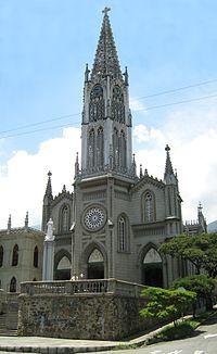 IGLESIA DEL SEÑOR DE LAS MISERICORDIAS ubicada en el barrio Manrique de Medellín,templo de estilo neogótico florido gestionado por los Carmelitas descalzos