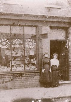 Do you recognise - www.arnold-history-group.org Antique Photos, Vintage Photographs, Vintage Pictures, Candid Photography, Street Photography, Local History, Family History, Old Street, Shop Fronts