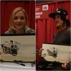 Norman e Emily com fan art de Daryl e Beth  na Montreal Comic con 2014