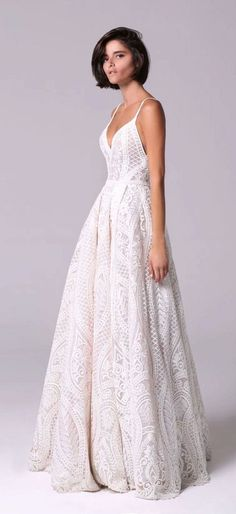 Lace wedding dress. Disregard the soon-to-be husband, for the present time let us concentrate on the bride who considers the wedding ceremony as the very best day of her lifetime. With this basic fact, then it's definite that the wedding outfit must be the best.