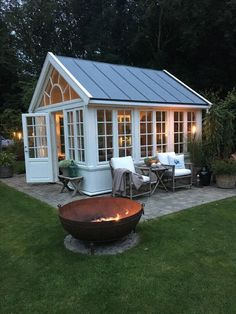 Love this for a pool house! Love this for a pool house! Greenhouse Shed, Small Greenhouse, Greenhouse Gardening, Pallet Greenhouse, Window Greenhouse, Greenhouse Wedding, Outdoor Rooms, Outdoor Living, Outdoor Decor