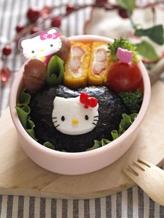 Lovely hello kitty onigiri bento