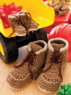 Baby Workboot - free crochet baby booties pattern! crochet | Baby